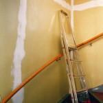 Så har tråkig trapp var det på Parkgatan i Mjölby, sett nerifrån hallen.