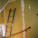 Trapphuset sett från övre hallen. Före målning.